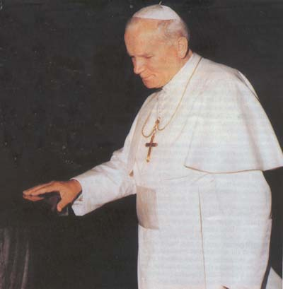 John Paul II on Padre Pio's tomb