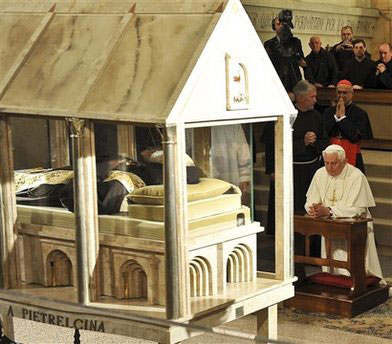 Benedict XVI at the tomb of Padre Pio