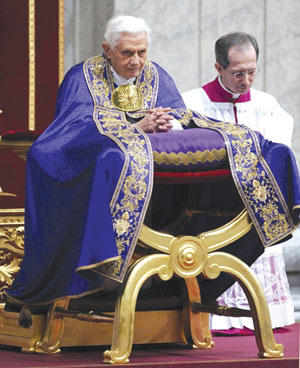 Benedict XVI in prayer