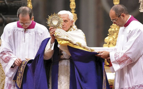 Benedict XVI doing benediction