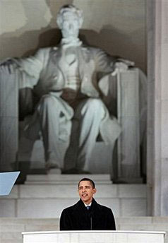 Obama and the statue of Lincoln